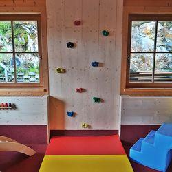 Kletterwand (Spielraum) ©Latschenalm